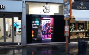 noleggio schermo da vetrina negozio tre | temporapix